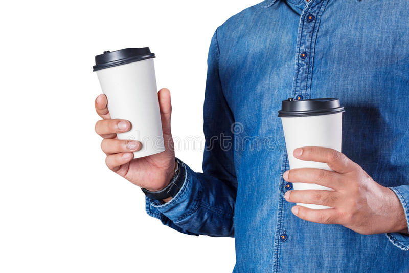 Man som rymmer ett kaffe med vit bakgrund royaltyfri bild