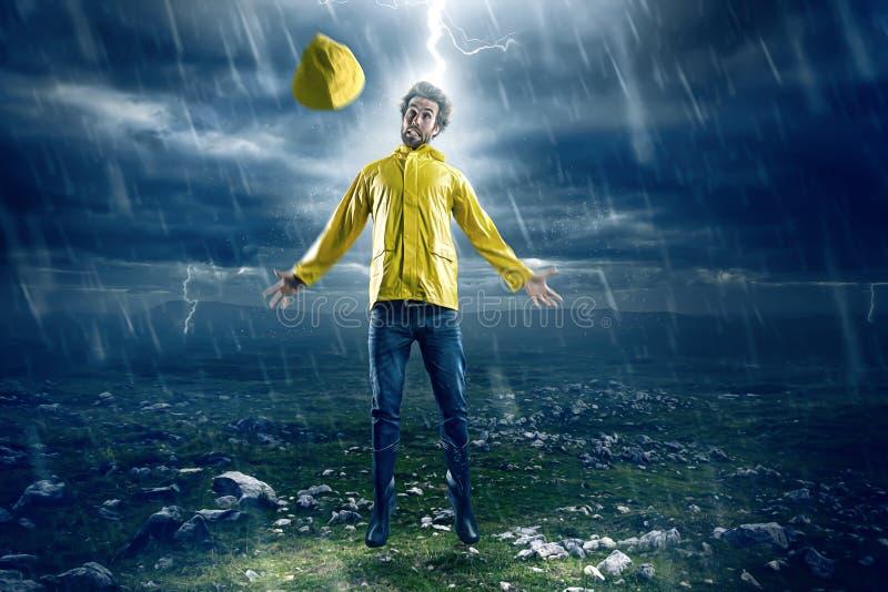 Man som slås av blixt fotografering för bildbyråer