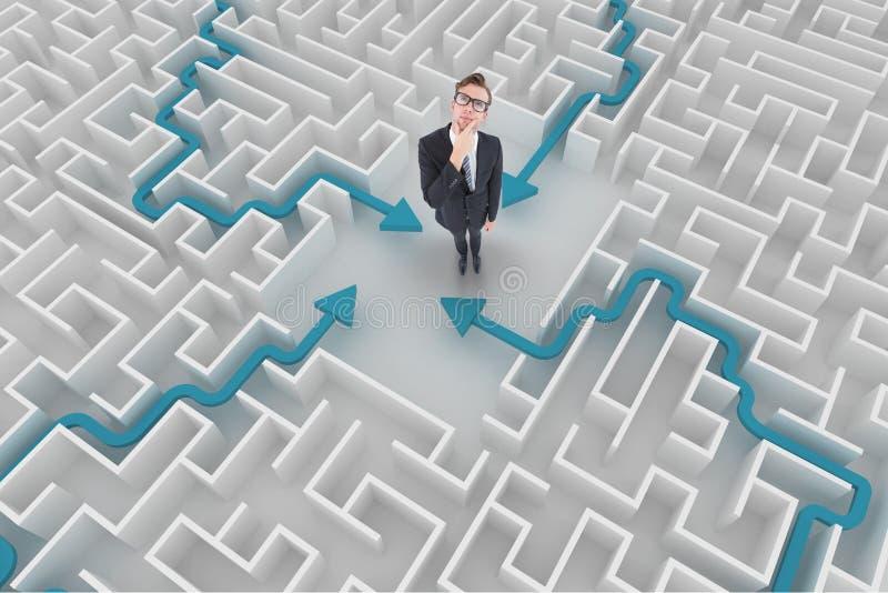 Man som tänker i en labyrint royaltyfri fotografi