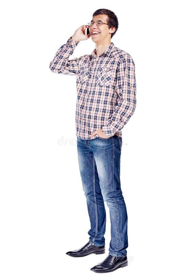 Man som talar på full kropp för telefon arkivfoto