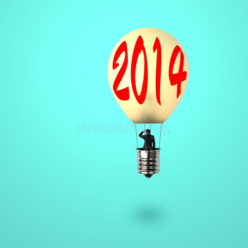 Man som tar ballongen för glödande lampa med ord 2014 på det royaltyfri illustrationer