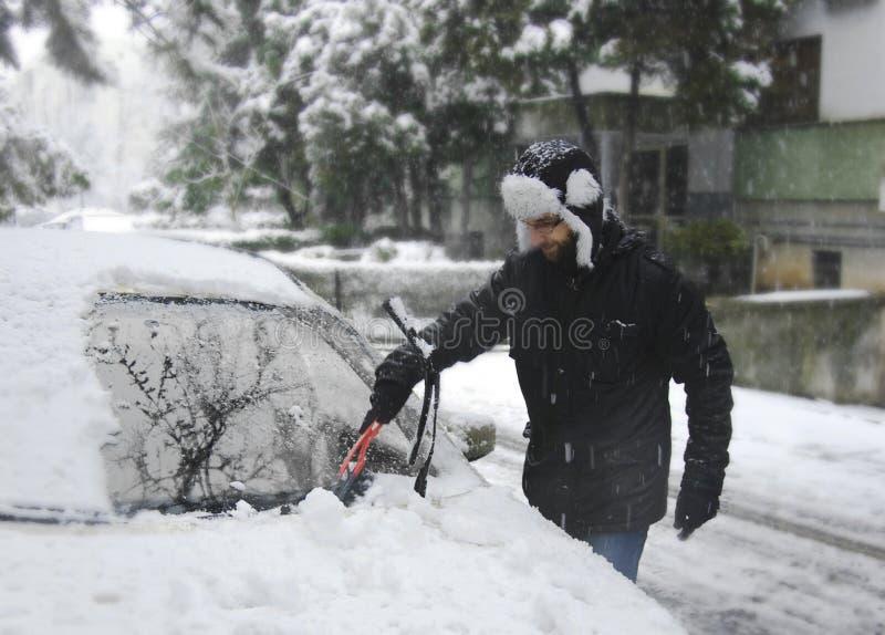 man som tar bort snow arkivfoton