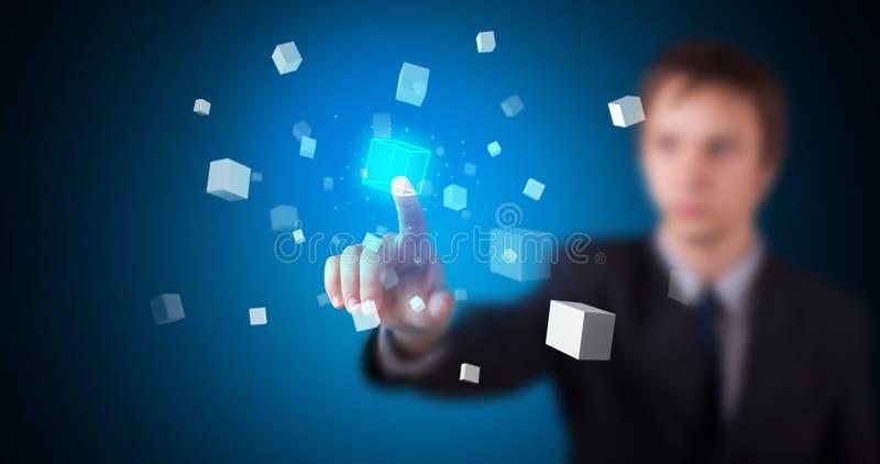 Man som trycker p? hologrammet arkivfoton