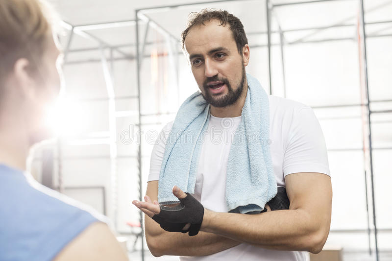 Man talking to male friend in crossfit gym royalty free stock photos
