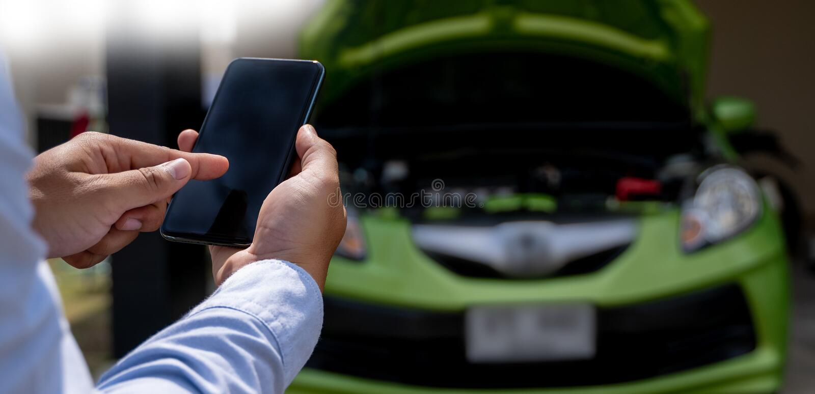 Man Using a mobile phone call to  assistance Help with a broken down car assist stop car roadside breakdown. Man Using a mobile phone call to assistance Help stock images