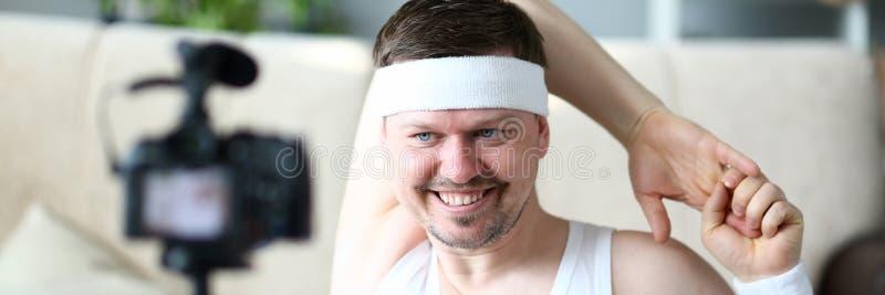 Man Vlogger Doing Exercise for Hands Portrait royalty-vrije stock fotografie