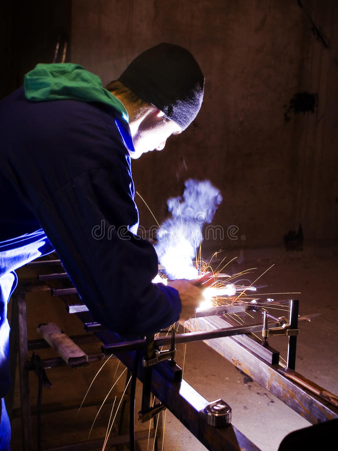 Free Man Welding Royalty Free Stock Images - 9419589