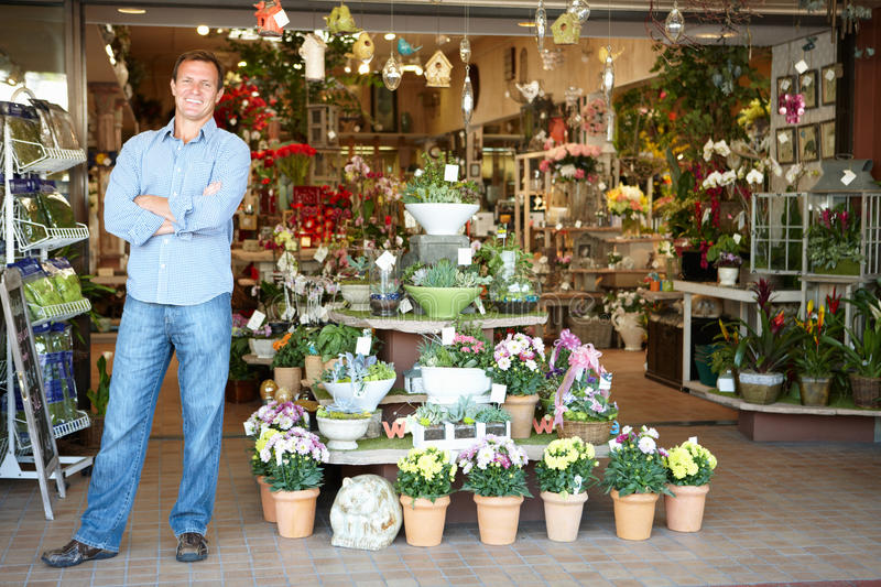 Download Man Working In Florist Royalty Free Stock Images - Image: 20892079