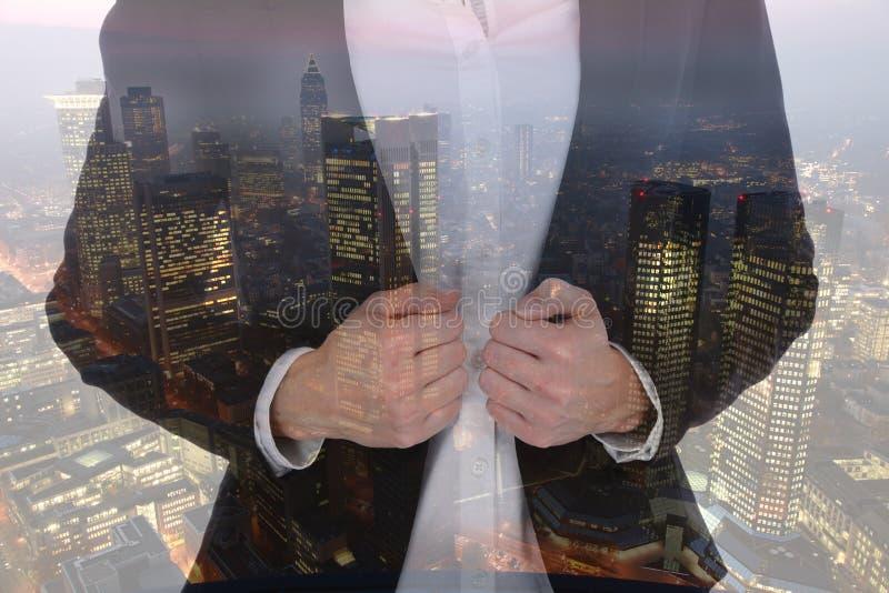 Mana επιτυχίας σταδιοδρομίας επιχειρηματιών επιχειρηματιών γυναικών επιχειρησιακών ανδρών στοκ φωτογραφίες με δικαίωμα ελεύθερης χρήσης