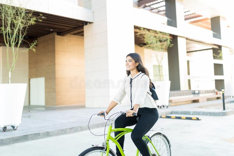 Manager Arbeitsplatz Traveling From Home, lizenzfreies stockfoto