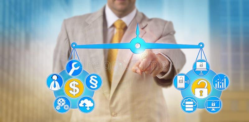 Manager-Balancing Out IT Kosten und Cybersecurity lizenzfreie stockbilder