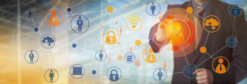 Manager-Connecting With Female-Arbeitskraft im Netz stockbilder