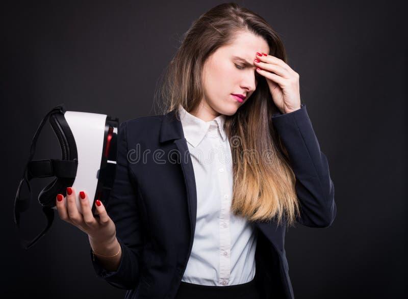 Manager des jungen Mädchens, der ermüdet glaubt lizenzfreies stockbild
