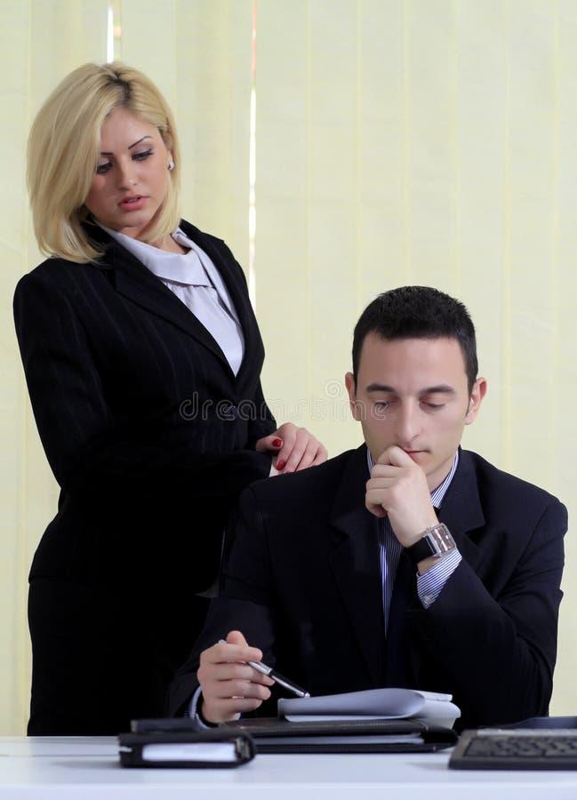 Manager en medewerker stock foto's