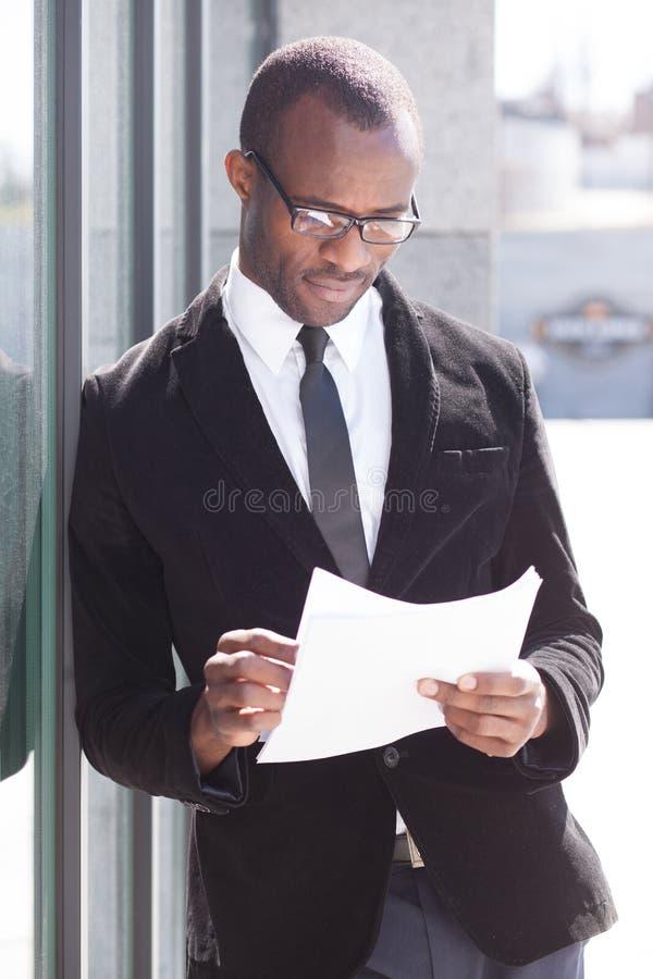 Manager met documenten royalty-vrije stock fotografie