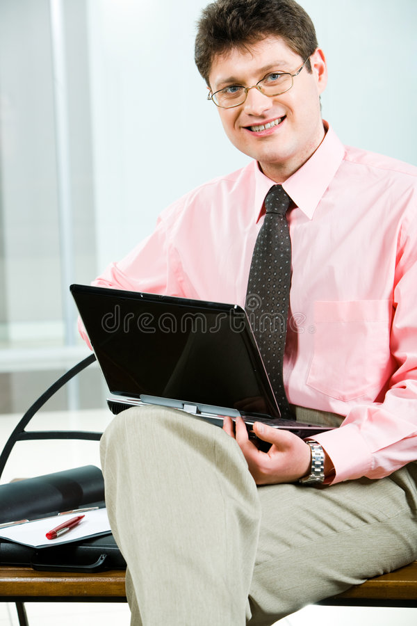 Manager met laptop stock foto