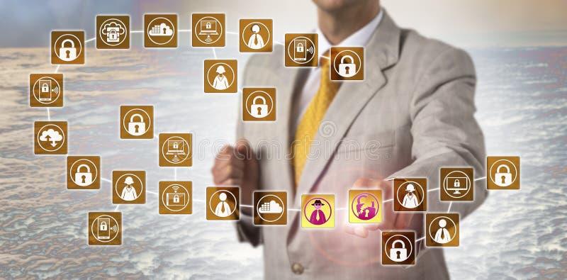 Manager Spotting Cyber Attack gegen Blockchain lizenzfreie stockfotos