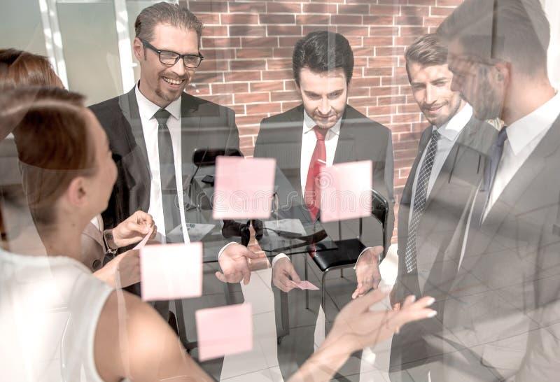 Managershowgeschäfts-Teamgeschäftsanmerkungen stockfotos