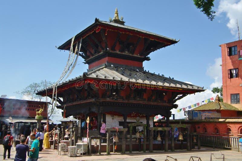 MANAKAMANA, NP - CIRCA agosto de 2012 - templo hindú de Manakamana, ci foto de archivo