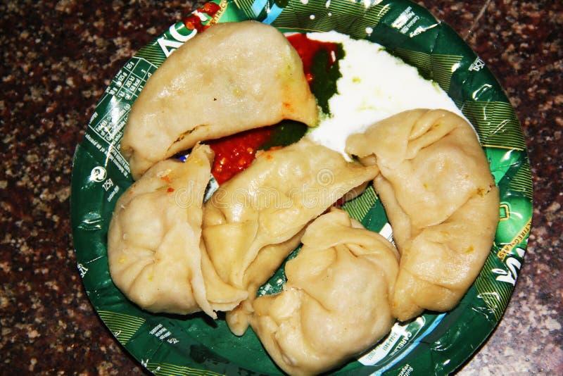 Manali, Himachal Pradesh: Indio y comida tradicionales de Nepal imagen de archivo libre de regalías