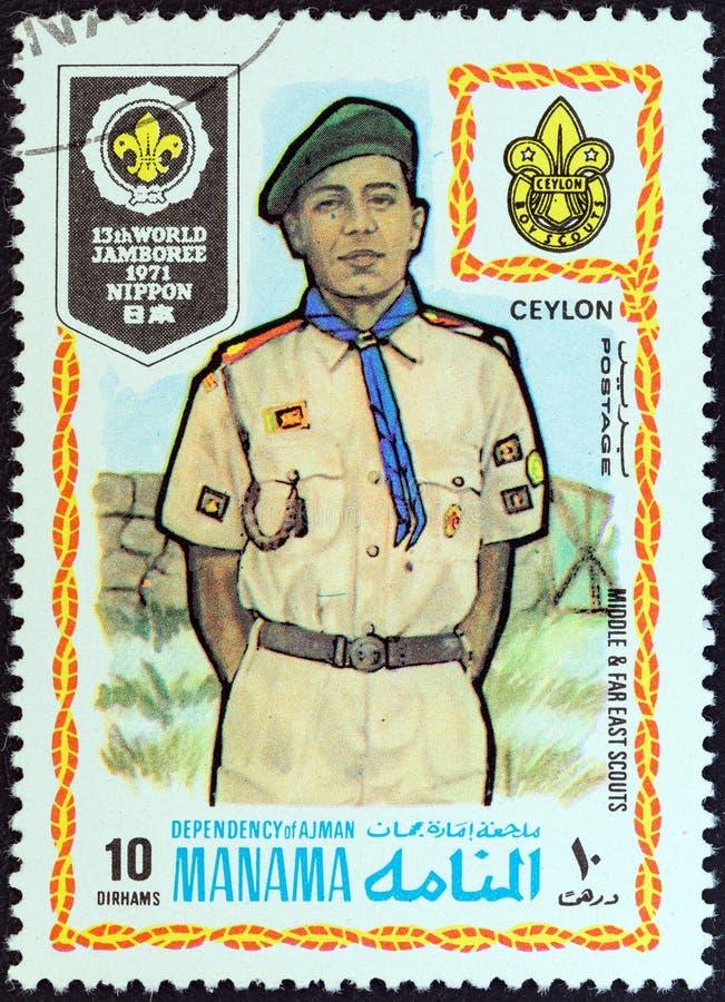 MANAMA-ABHÄNGIGKEIT - CIRCA 1971: Ein Stempel, der in Arabische Emirate gedruckt wird, zeigt Pfadfinder von Ceylon Sri Lanka, cir lizenzfreie stockfotos