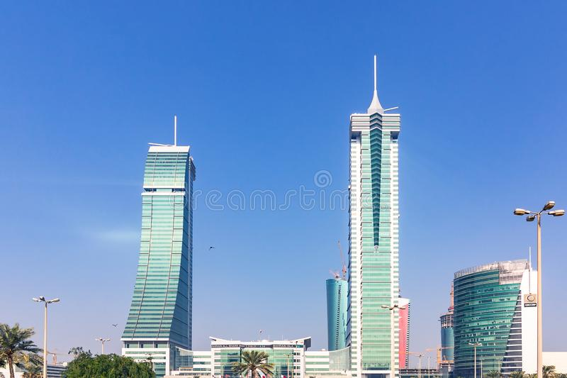 MANAMA, Bahrain - 19. Dezember 2018: Finanzhafenwolkenkratzer im Stadtzentrum lizenzfreie stockfotos