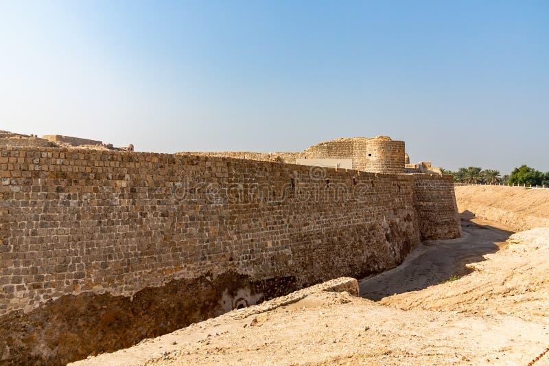 MANAMA Bahrajn, Grudzie?, - 19, 2018: ruina fort w Manama, Qal ?przy Bahrajn miejsca muzeum, UNESCO dziedzictwo, forteca zdjęcia stock
