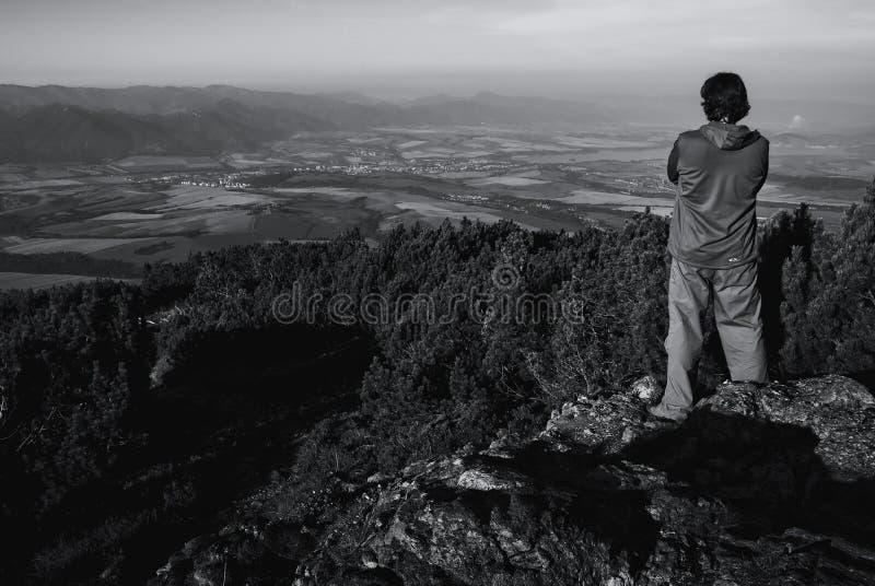 Mananseende på kullen royaltyfria foton