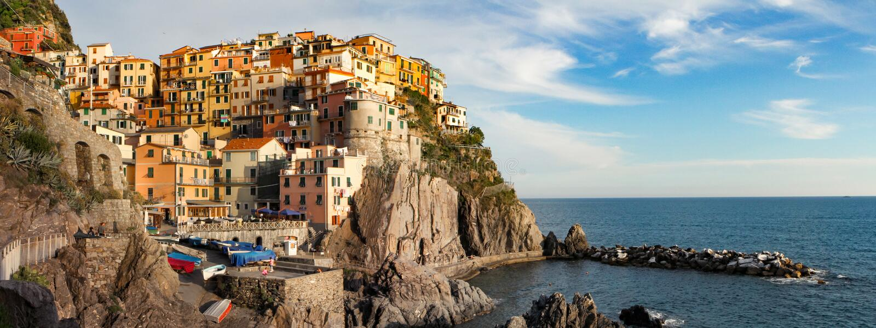 Manarola coloré Cinque Terre Italy Panoramic photographie stock