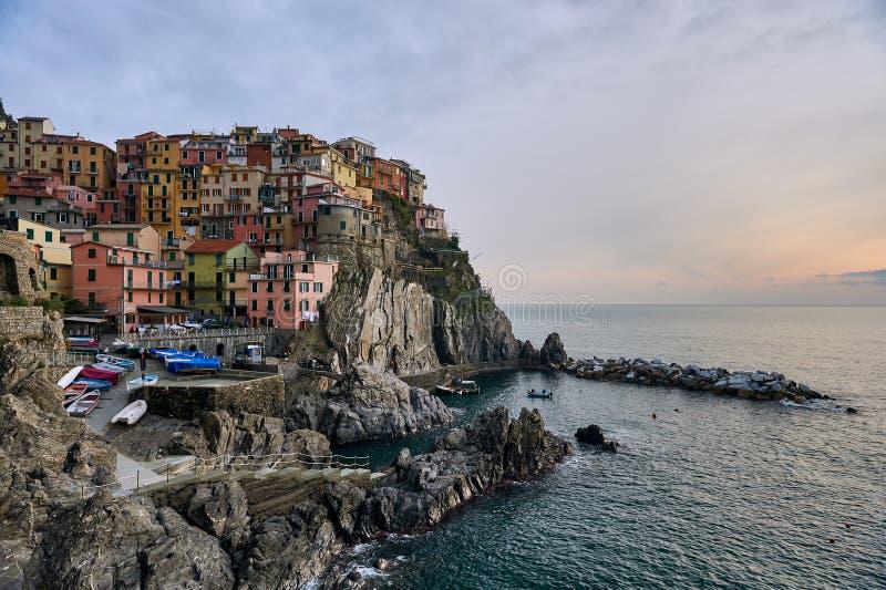 Manarola pintoresco Liguria, Cinque Terre Italia fotografía de archivo