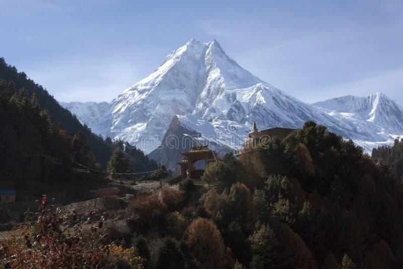 Manaslu la montaña de las bebidas espirituosas fotos de archivo libres de regalías