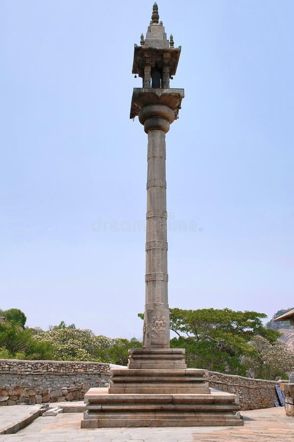 Manasthambha, filar przed Parsvanatha basadi lub basti, Chandragiri wzgórze, Sravanabelgola, Karnataka zdjęcia royalty free