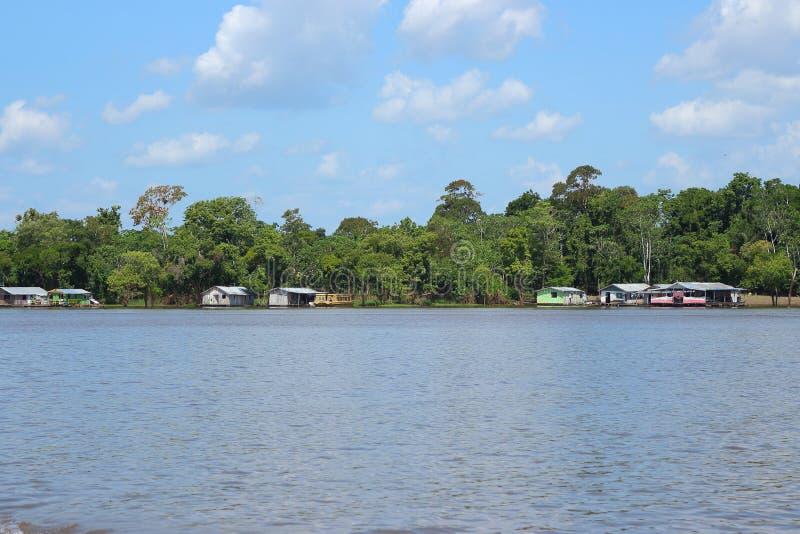Manaus/Amazonas/Brésil - 09/13/2018 : Noir et rivière d'Amazonas Type deux différent d'eaux Attraction touristique au Brésil image stock