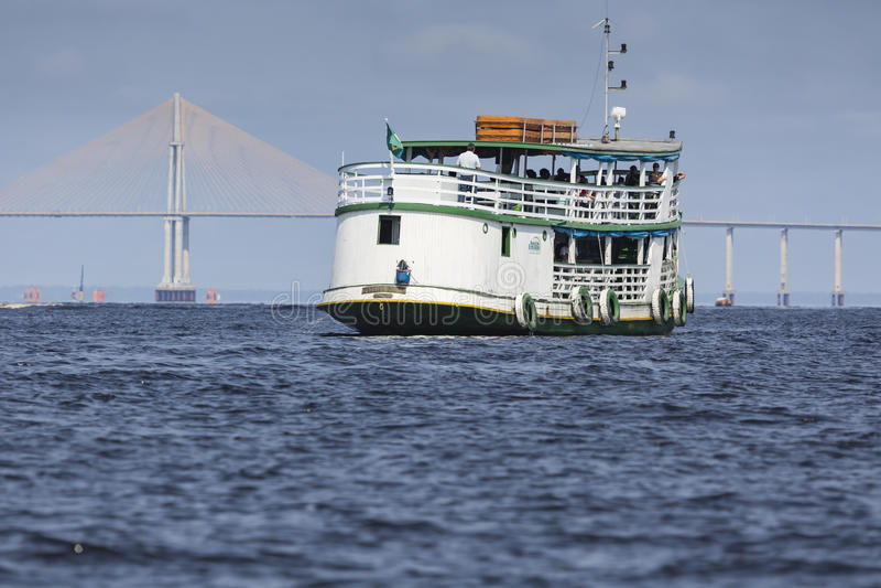 MANAUS, BRAZILIË, 17 OKTOBER: De Brug van Manaus Iranduba stock fotografie