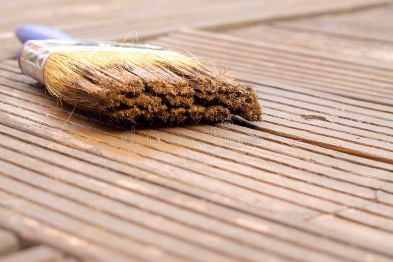 Mancha de la pintura del cepillo del Decking foto de archivo libre de regalías
