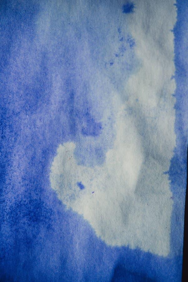 Mancha de la tinta azul en una hoja del Libro Blanco, macro imagen de archivo libre de regalías