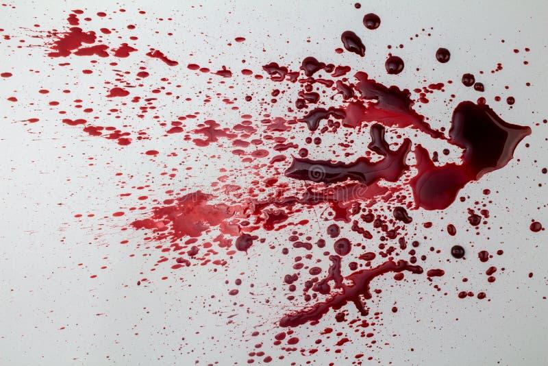 Mancha de sangue chapinhada no fundo branco - foto fotos de stock royalty free