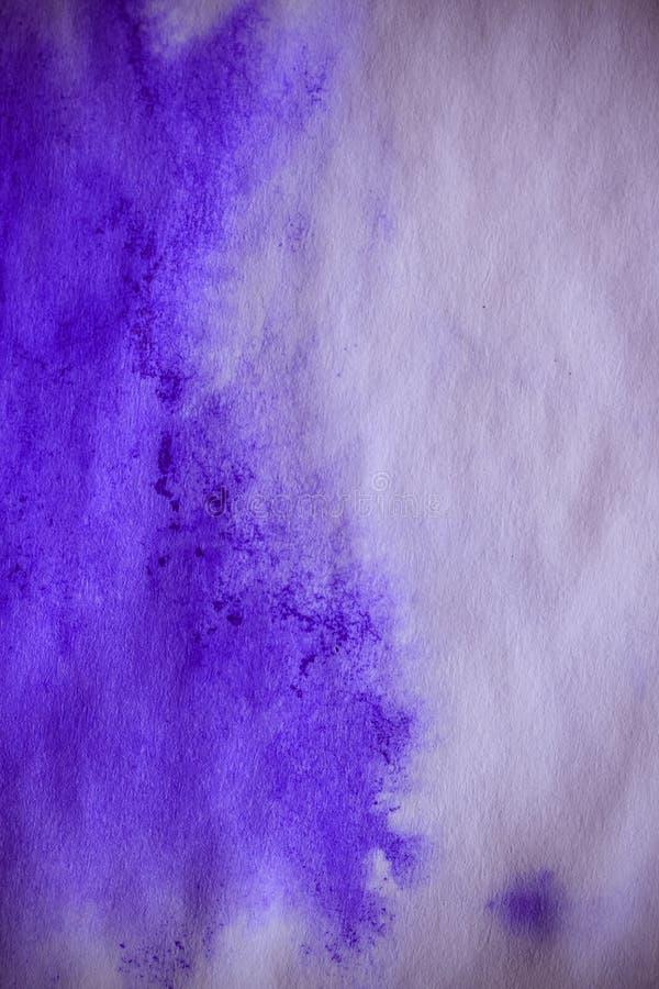 mancha púrpura de la tinta en una hoja del Libro Blanco, macro fotografía de archivo