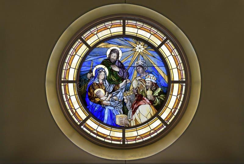 Manche el vidrio de adoración de la epifanía de la natividad de unos de los reyes magos imagen de archivo