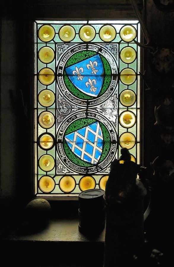 Manche la ventana de cristal en el castillo de Cochem en Alemania imagen de archivo