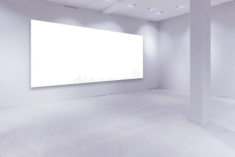 Manche las luces y vacie el espacio blanco de la copia en la pared de la galería fotos de archivo