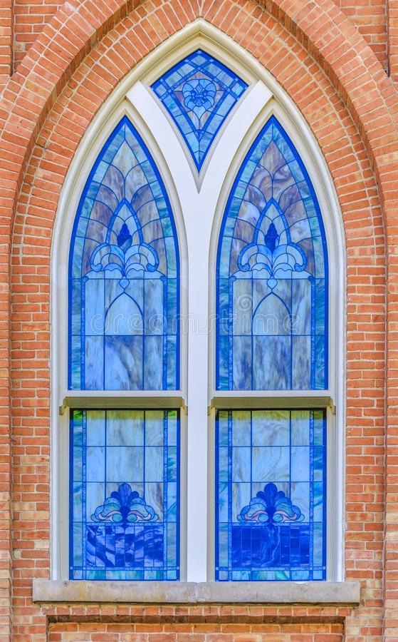 Manche las ventanas decorativas de cristal de la iglesia imágenes de archivo libres de regalías