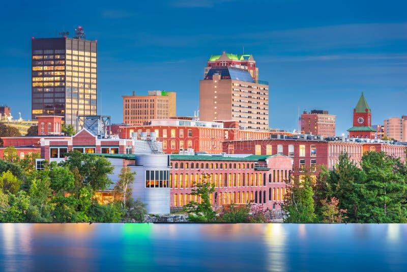 Manchester, New Hampshire, orizzonte di U.S.A. sul fiume di Merrimack immagine stock
