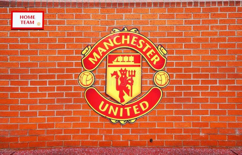 MANCHESTER, REINO UNIDO - 17 DE FEVEREIRO: Área do banco da equipa da casa no estádio velho de Trafford o 17 de fevereiro de 2014 fotos de stock