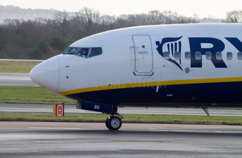 Manchester, Reino Unido - 16 de fevereiro de 2014: Ryanair Boeing 7 imagem de stock
