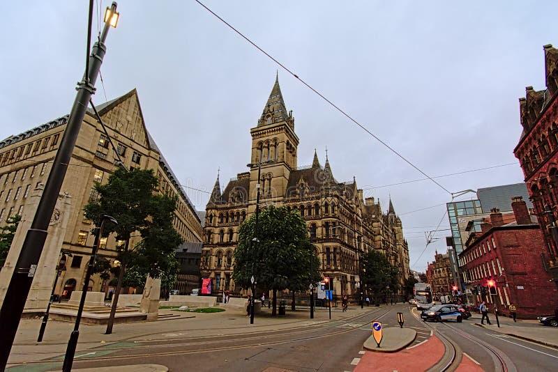 Manchester stadshus med klockatornet i neo-gotisk stil arkivbilder