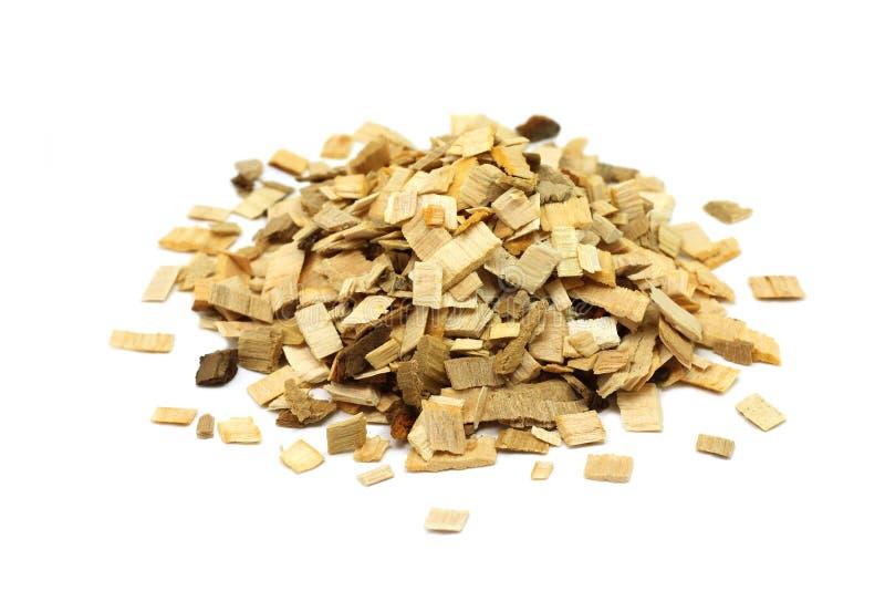 Manciata di piccoli chip di legno per fumare immagine stock