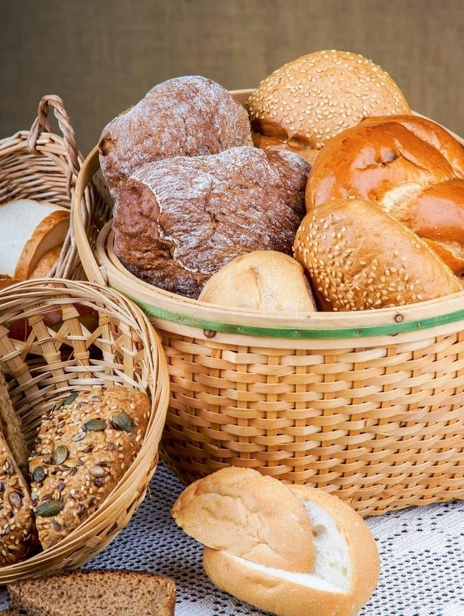 Download Mand Brood Op Een Tafelkleed Stock Foto - Afbeelding bestaande uit product, traditie: 54078790