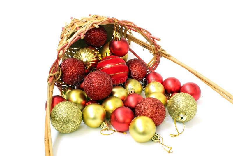 Mand en Kerstmisballen royalty-vrije stock afbeeldingen