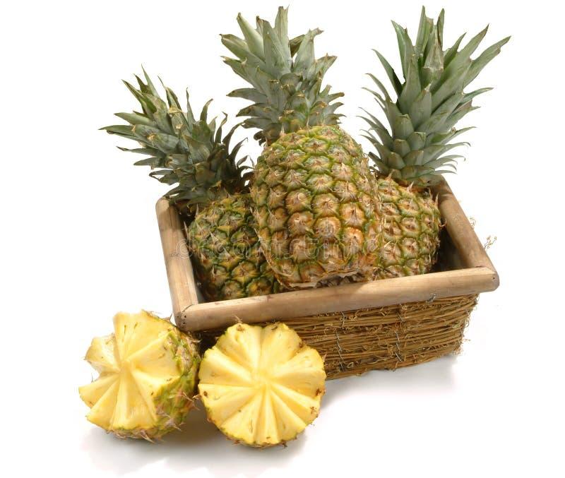 Mand met ananassen stock afbeeldingen